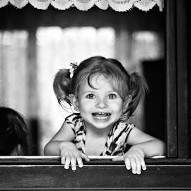Para começar o dia, de forma simples, um sorriso gostoso! A alegria faz parte da fotografia. by Rubens Kroeger - Babies & Children Child Portraits ( dream, children, baby, smile )