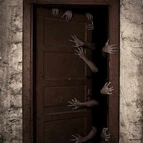Welcome by Aljaž Bezjak - People Body Parts ( scary, cold, hands, welcome, pwchandsandfeet )