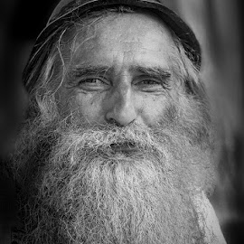 Kind look by Rucsandra Calin - People Portraits of Men ( old man, people, portrait,  )