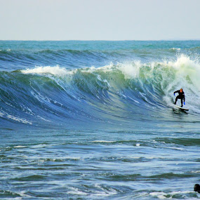 Cold Water Surf by Eric Hanson - Sports & Fitness Surfing