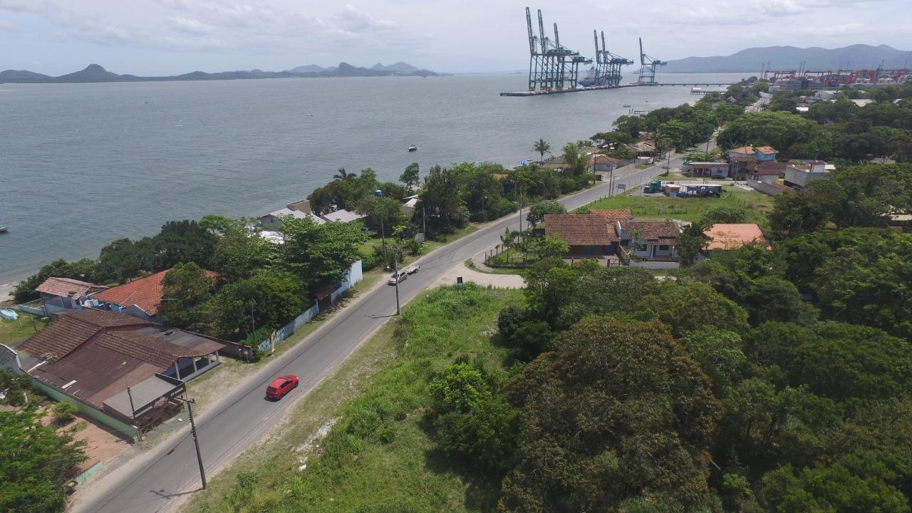 terreno próximo ao porto de itapoa, frente para av.beira mar 5