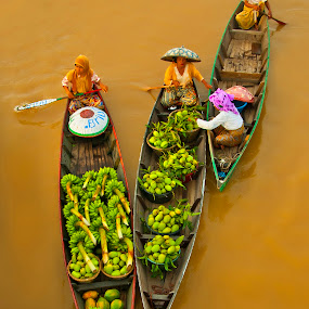 Floating Market by Surya Hidayat HB - Landscapes Waterscapes