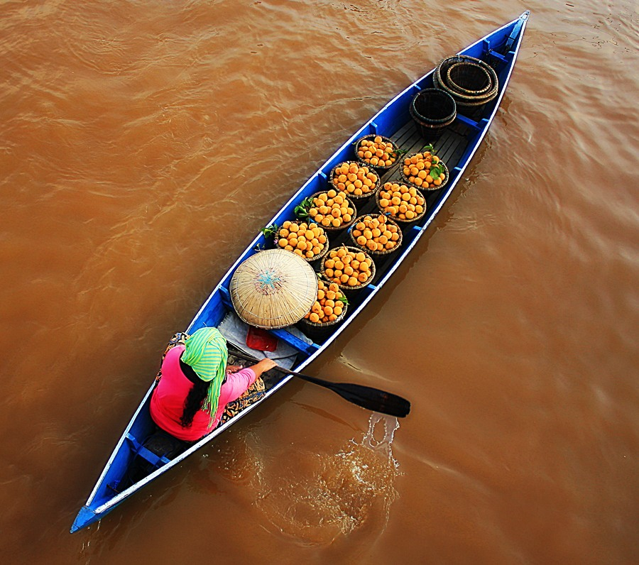 acil penjual ketapi.... by Yudha Nh - Transportation Boats ( water, fruit, splash, woman, etc....., boat, river )