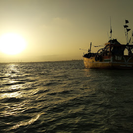 Sun set  by Shyam Deewana RJ Sholiya - Transportation Boats ( my self image )
