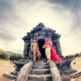 prewedding @ Dieng by Fora Ginanjar Katamsi - Wedding Bride & Groom ( wedding photos destination, temple, prewed, prewedding, wedding, lanscape, preweddingphoto, bride and groom, bride, groom, photography )