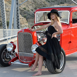 1932- fORD by Kane Bertola - People Portraits of Women