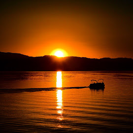 Cda sunset by Joe Thola - Instagram & Mobile Instagram ( #etr_studios #pnw #pacificnw #pacificnorthwest #nikond3200 #nikonusa #nikondslr #nikond3200 #nikonlover #nikoncamera #nikonphotographers #northwestisbest #northwestlove #liberty_lake #inlandnw #inland_nw #ig_inlandnw #spokanewa #upperleftusa #sky #coeurdalene #coeurdalenelake )
