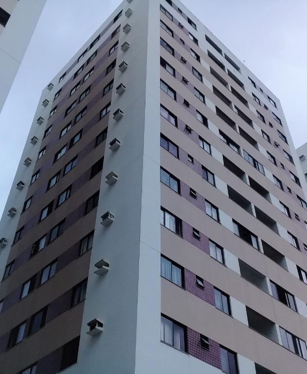3/4 revertido para 2 quartos (1 suite com amplo closet), varanda e área de serviço. Alto e com ótimos armários, para locação no STIEP