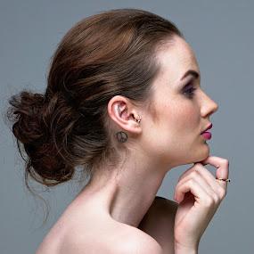 Roisin by Dunstan Vavasour - People Portraits of Women ( studio, headshot, beauty, posed, profile,  )