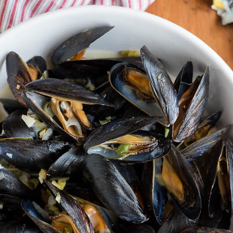 Thai-Inspired Coconut Milk Mussels with Ginger, Garlic and Lemongrass
