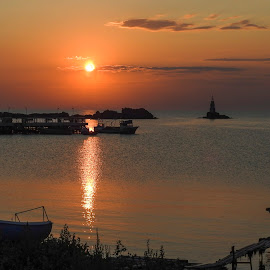 Ahtopol sunrise by Yordan Mihov - Landscapes Sunsets & Sunrises ( sea, sunrise, boat, ahtopl, bulgaria )