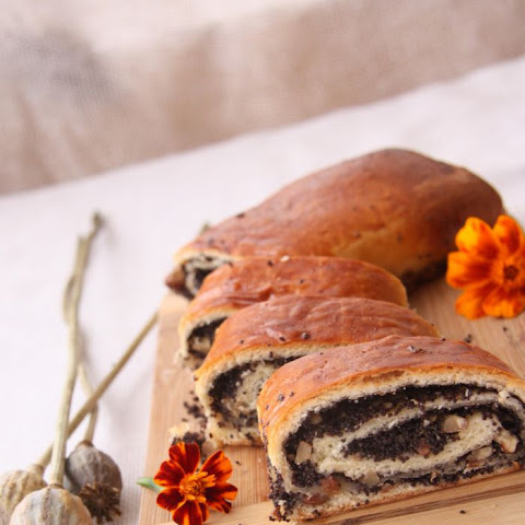 Poppy Seed Roll with Walnuts and Raisins Filling