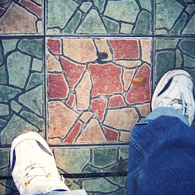 terakoshoes... by Luther Lumentah - People Street & Candids ( shoes, sepatu, trotoar, lutherweb, keramik, terakota, luther, lumentah )