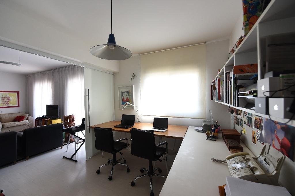 Excelente apartamento, muito ensolarado com ótima distribuição.