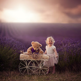 Gracie by Claire Conybeare - Chinchilla Photography - Babies & Children Toddlers