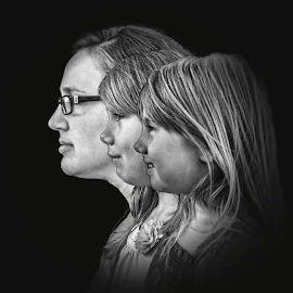 Mom and Daughters by T Sco - Digital Art People ( mother, black and white, daughter, parent, daughters, profiles, mom, profile )