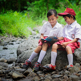 diantara pagi by Haris Fallin - Babies & Children Children Candids ( nature, indonesia, children, kids, friend, portrait )