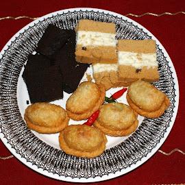 Pastel by Mulawardi Sutanto - Food & Drink Cooking & Baking ( dessert, travel, snacks, food, kueh )