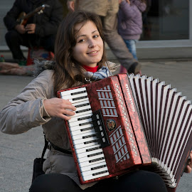 Accordianist with beautifull smile by Томислав Лукић - People Musicians & Entertainers ( music, girl, life, beautiful, musician, photography, street photography )