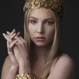 by Monika Schaible - People Fashion ( fashion, jewellery, crown, blond, monika schaible, rings, cuffs, beauty )