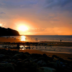 Sunset @ Damai Central Beach, Kuching by Gracie Ho - Landscapes Waterscapes ( sunset, escobar, beach, damai beach )