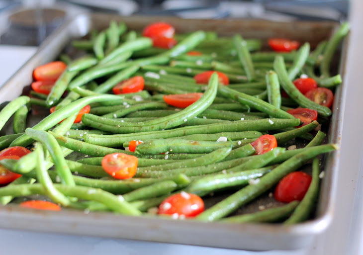Roasted Garlic Parmesan Green Beans with Tomatoes Recipe | Yummly