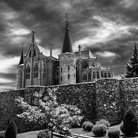 palacio de Gaudí, Astorga, León by Roberto Gonzalo Romero - Buildings & Architecture Places of Worship ( astorga, gaudi, black and white, palacio, león )