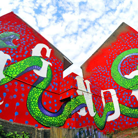 IGNORE ! by Marco Bertamé - City,  Street & Park  Neighborhoods ( message, work, snake, ingnore, red, green, oeuvre, artistical, house, artist, culture,  )