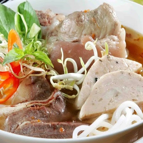 Banh Canh Gio Heo Recipe (Vietnamese Udon Noodle Soup)