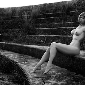 the RUINS by Fiona Foto - Nudes & Boudoir Artistic Nude