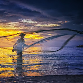 by Hendri Suhandi - People Street & Candids ( street, beach, fisherman, people, portrait )