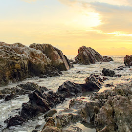 water and stone by Putra Dian - Nature Up Close Rock & Stone ( bangka, waterscape, stone, landscape, photoshop )