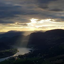 Sun gap by Tom Erik Frydenlund - Landscapes Mountains & Hills ( view, foto, nature, valley, sun )