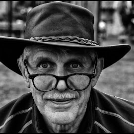 by Etienne Chalmet - Black & White Portraits & People ( monochrome, black and white, street, people, portrait,  )