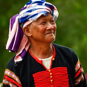 Smile of head of village by Kiên Lâm - People Street & Candids ( đua voi, leica r 135mm f2.8, olympus e-410, kienmm, buôn mê thuột, leica r 350mm f4.8, bản đôn, pwccandidcelebrations, olympus epm1,  )