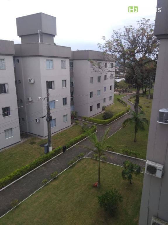 Apartamento com 2 dormitórios para alugar, 50 m² por R$ 1.300,00/mês - Centro - Tijucas/SC