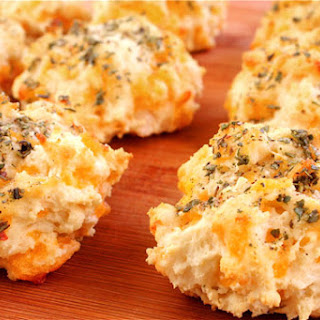 Garlic Cheddar Biscuits (a la Red Lobster)