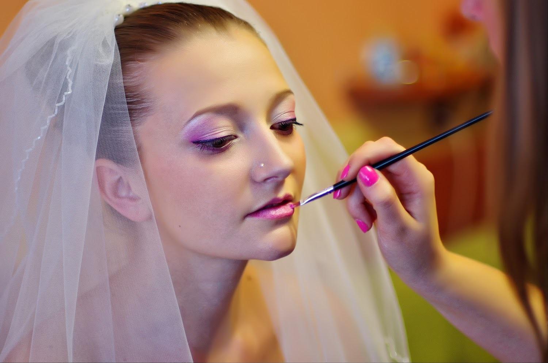 Выезд мастера на дом прическа и макияж