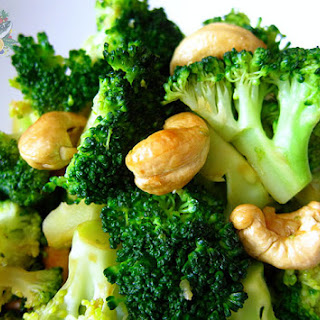 Garlicky Broccoli with Roasted Cashews