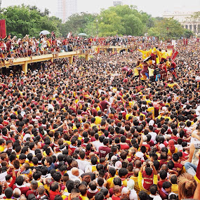 feast of the Black Nazarene by Ronnie Garcia - News & Events World Events ( quiapo, procession, devotees, black nazarene, nazareno, manila, philippines )