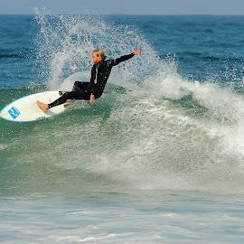 Au sommet de la vague by Gérard CHATENET - Sports & Fitness Surfing