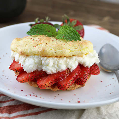 Easy Keto Strawberry Shortcakes
