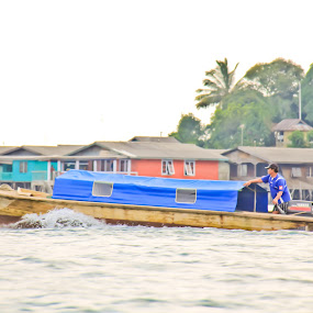 Pick up the Passenger by Aldo Pasha Permana - Transportation Boats ( work, traditional, transportation, boat, batam )