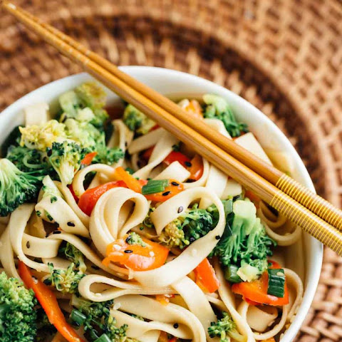 Sesame Broccoli Noodle Bowl