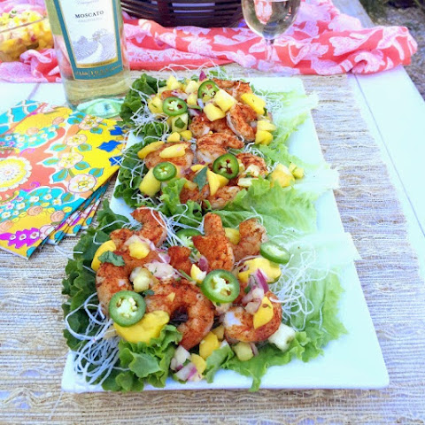 Grilled Blackened Shrimp Lettuce Wraps with Moscato Fruit Salsa #SundaySupper