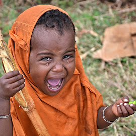 Something is wrong. by Marcel Cintalan - Babies & Children Child Portraits ( child, candy, crying, childhood, people, ethiopia, tears )