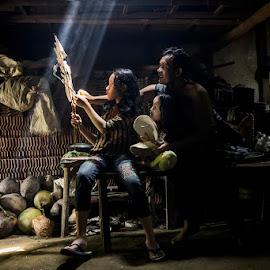 bermain wayang by Suprapto Suprapto - People Family