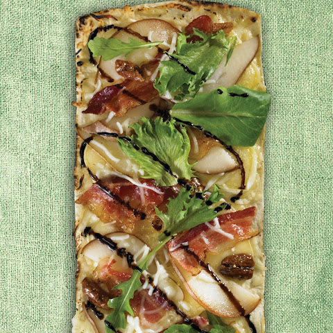 Thin Crust Brie, Pear & Bacon Flatbread Pizza
