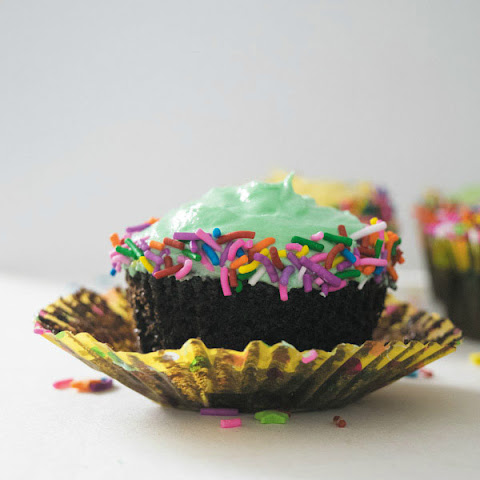 One Bowl Easy Chocolate Cupcake