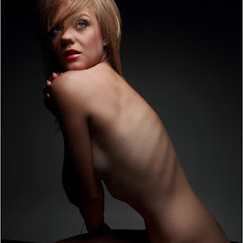 My stare by Clifford Els - Nudes & Boudoir Artistic Nude